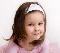 LittleGirlinTutu_BrownHair_Smiling